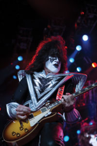 tommy-thayer-kiss
