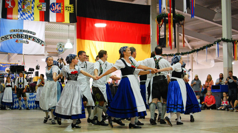 Hirschjaegers dancing.
