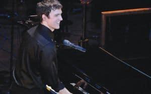 Michael Cavanaugh Piano Man Image