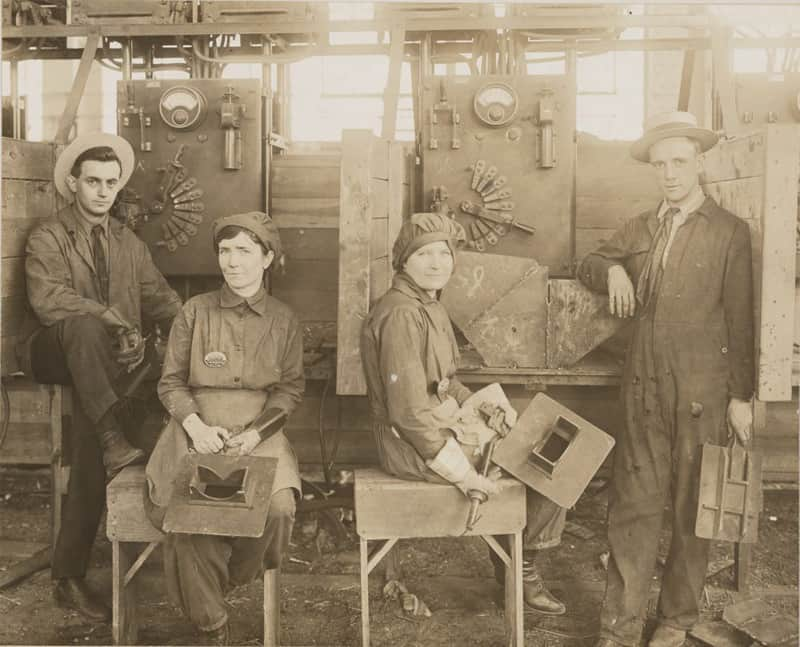 Women electric welders at Hog Island Shipyard, 1918 | Photograph courtesy of Library of Congress
