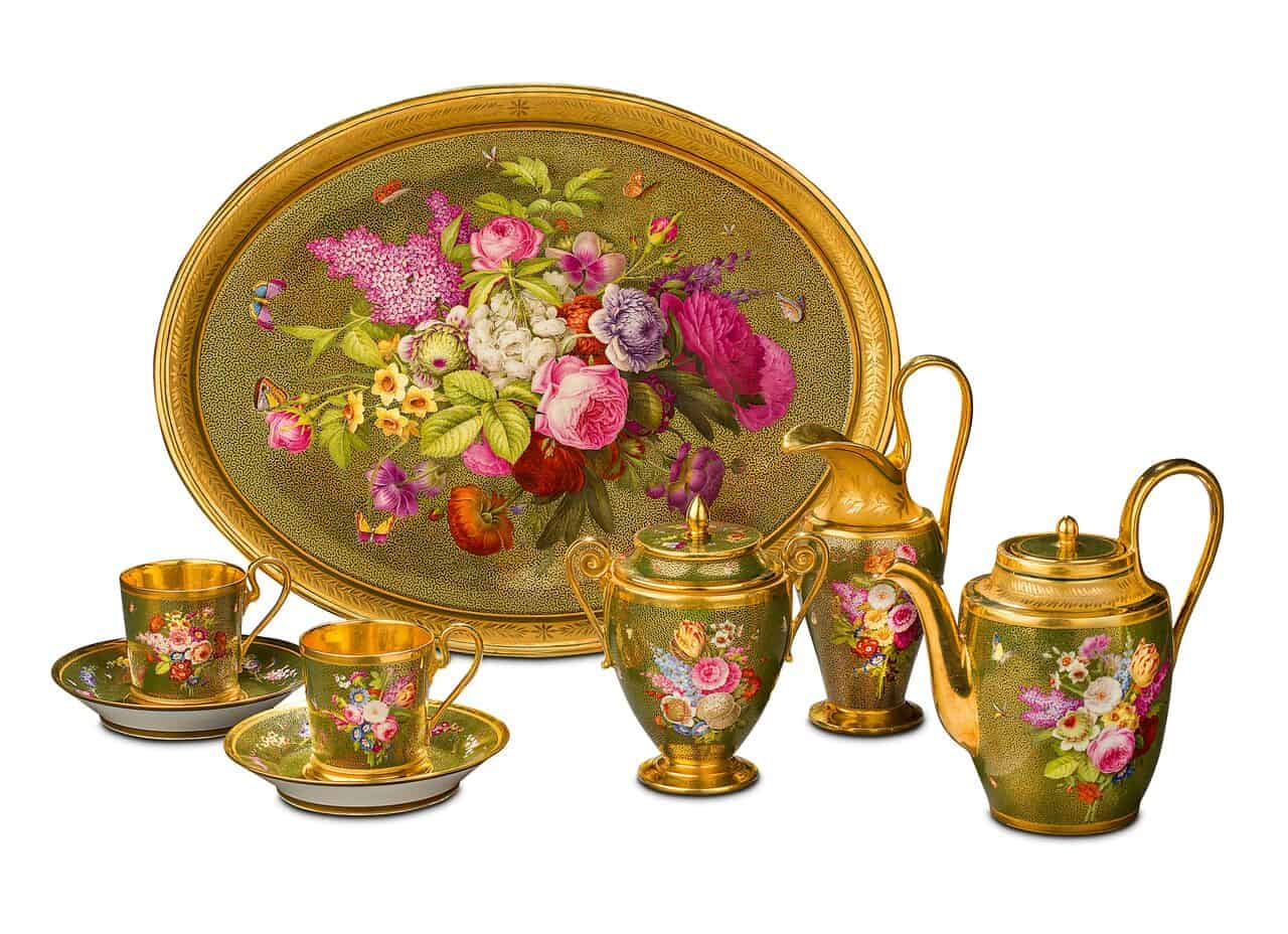 "Tea service called the ""green ground, groups of flowers,"" and its case given to cardinal Fesch as a New Year's gift in 1812."