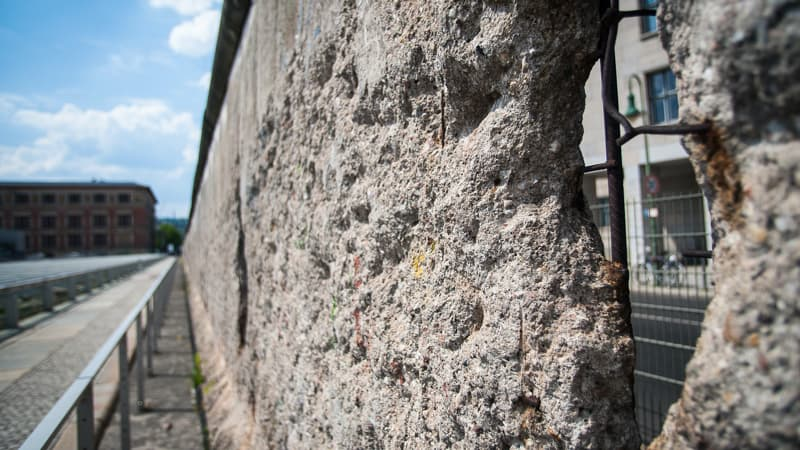 Visiting the Berlin Wall before its fall Image