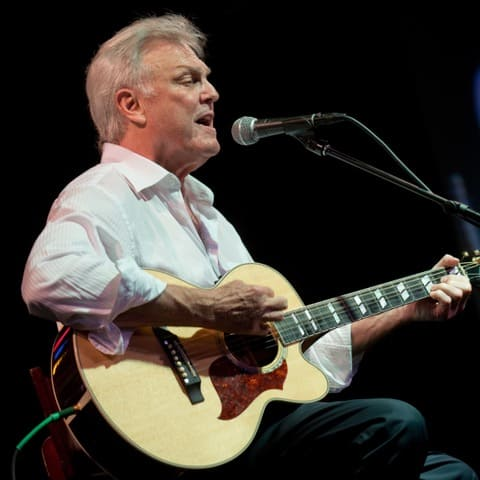 Tommy Roe singing