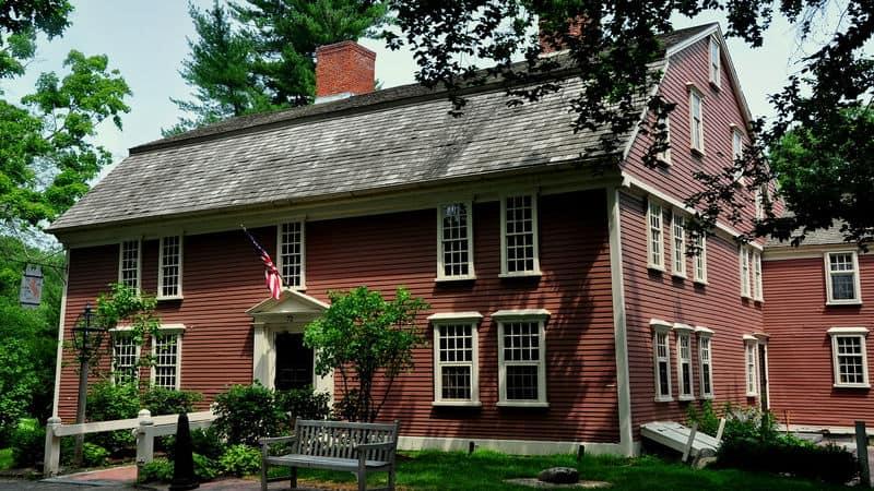 A colonial inn Image
