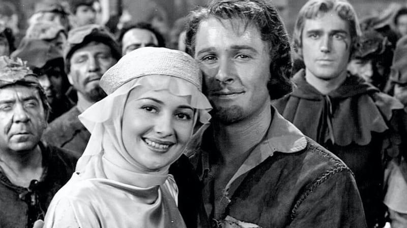 Olivia de Havilland and Errol Flynn in The Adventures of Robin Hood | Warner Bros