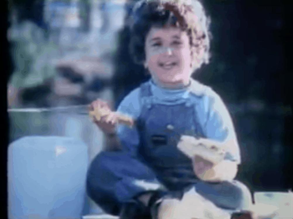 Adorable kid singing on Oscar Meyer bologna commercial