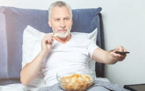 Man using a hunger scale to eat his chips Image