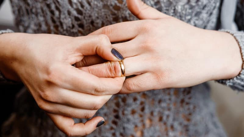 Engaged woman feels pressure to change her last name Image