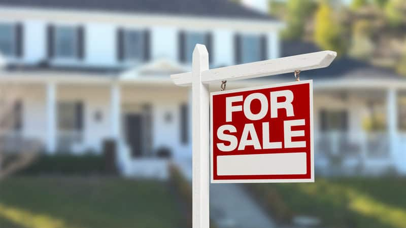 Home for sale illustrating 10 steps for selling your home Image