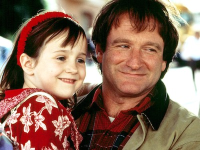 Mara Wilson and Robin Williams during filming of 'Mrs. Doubtfire' (courtesy Twentieth Century Fox)