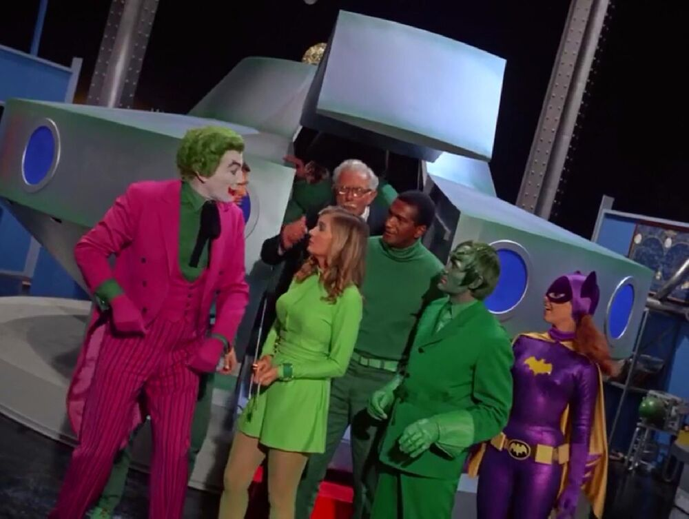 In 'The Joker's Flying Saucer' (1968), the criminals don't bother to restrain Batgirl knowing she is no threat to them.